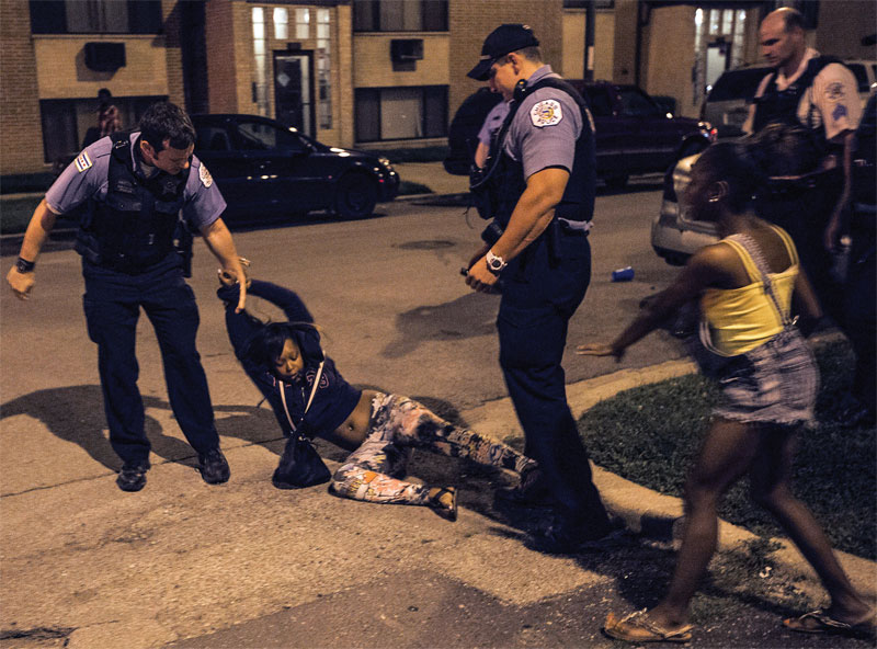 A woman is detained by Chicago police for allegedly fighting near the scene of a shooting. (Photo: Alex Wroblewski / Chicago Sun-Times)