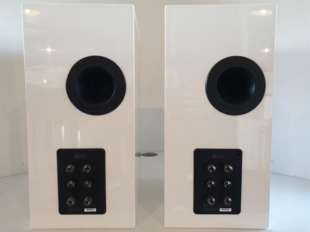 KEF R3   Bookshelf Speakers   Gloss White   Pre-owned. Ex-demo & Offers