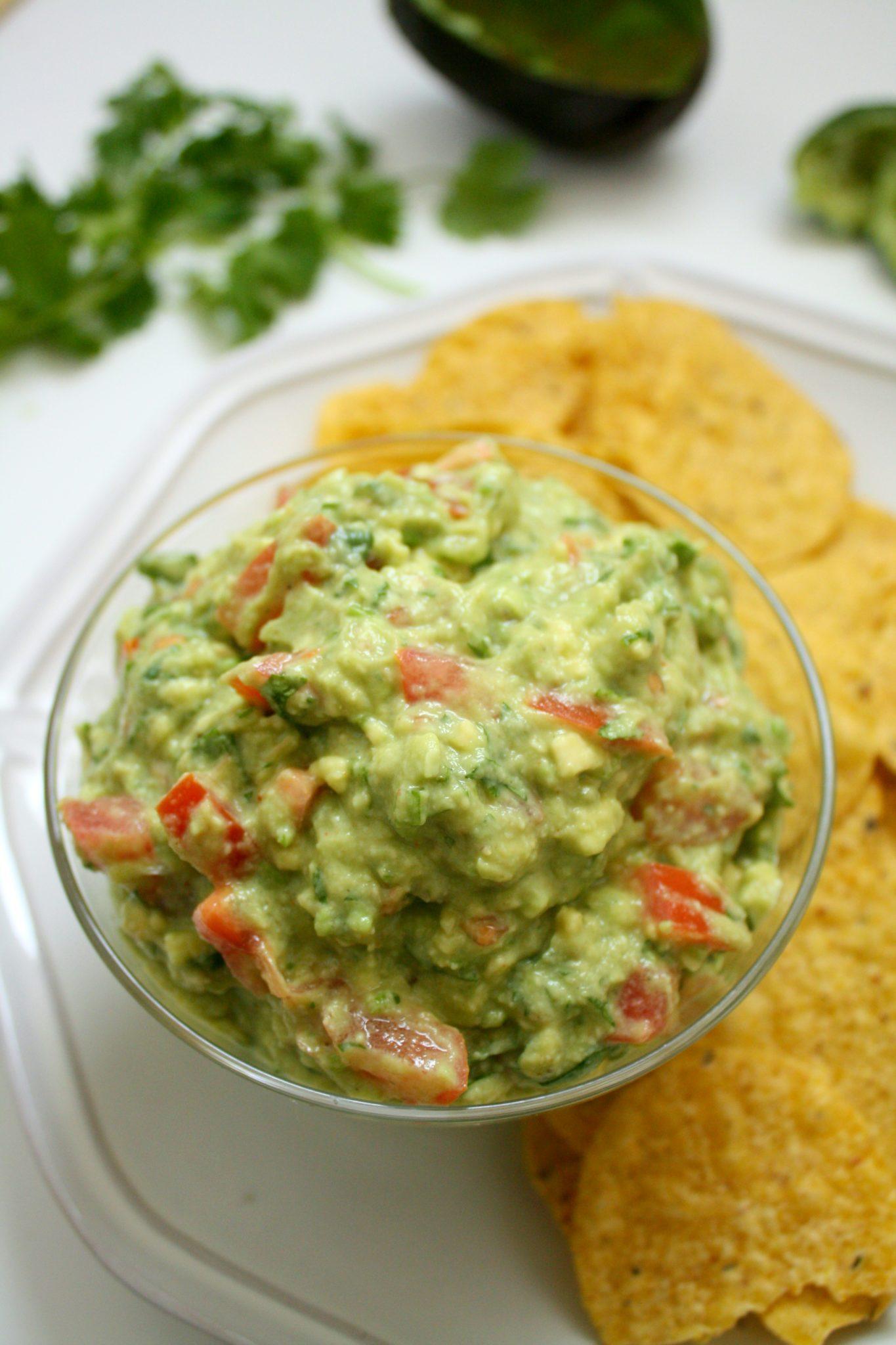 Essa receita de Guacamole Mexicano sempre fica deliciosa e é super fácil e rápida de fazer!
