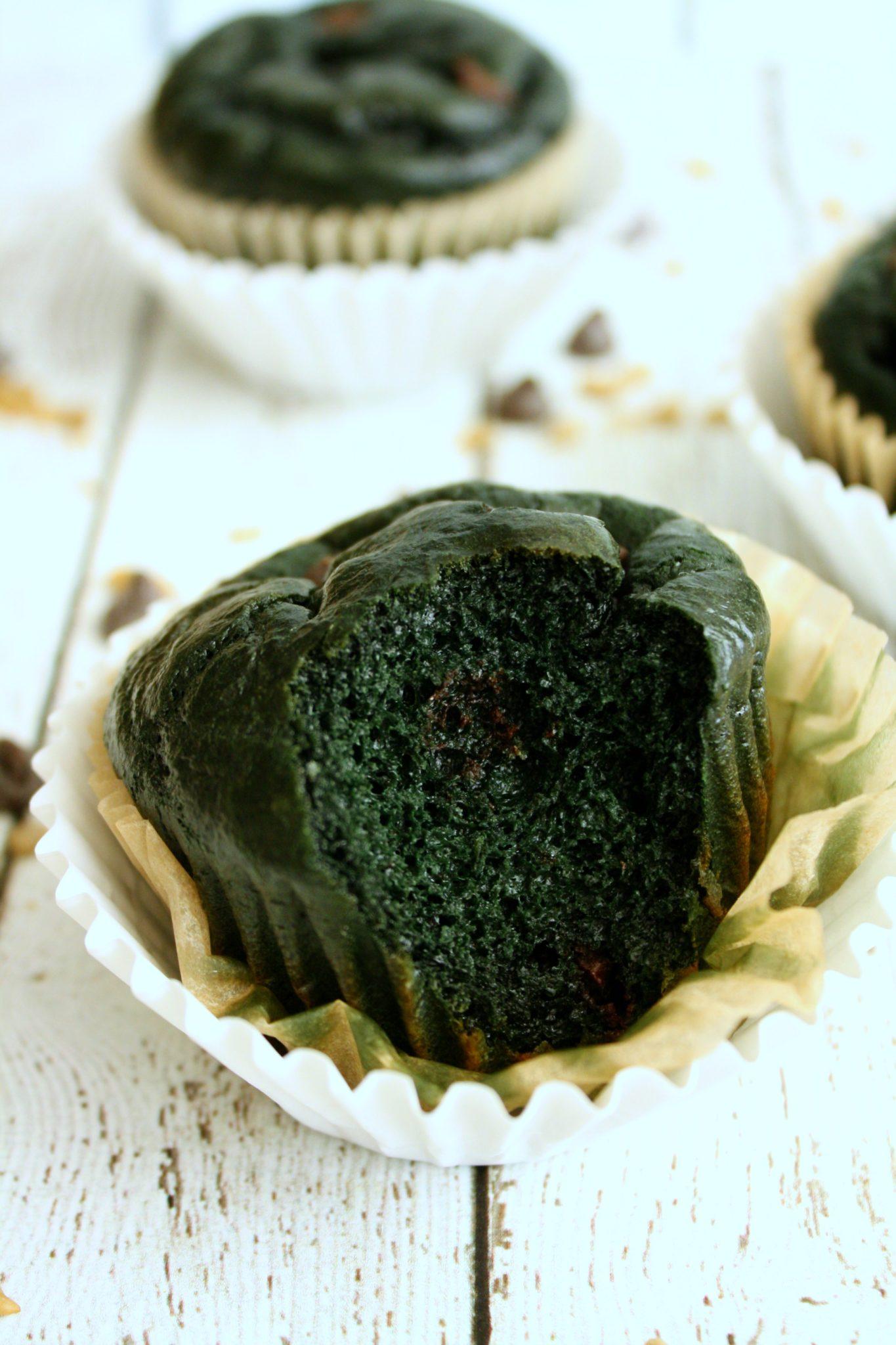 Cupcakes saudáveis sem farinha e naturalmente verdes sem o uso de corantes artificiais e sem espinafre! É mágica! :)