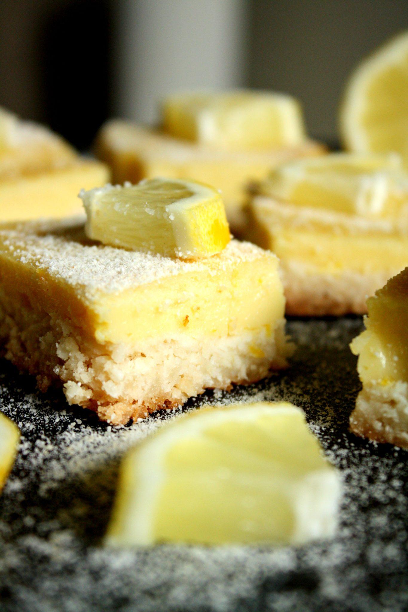 Sobremesa saudável? Sim, é possível! Essa barrinha de limão é o exemplo perfeito!