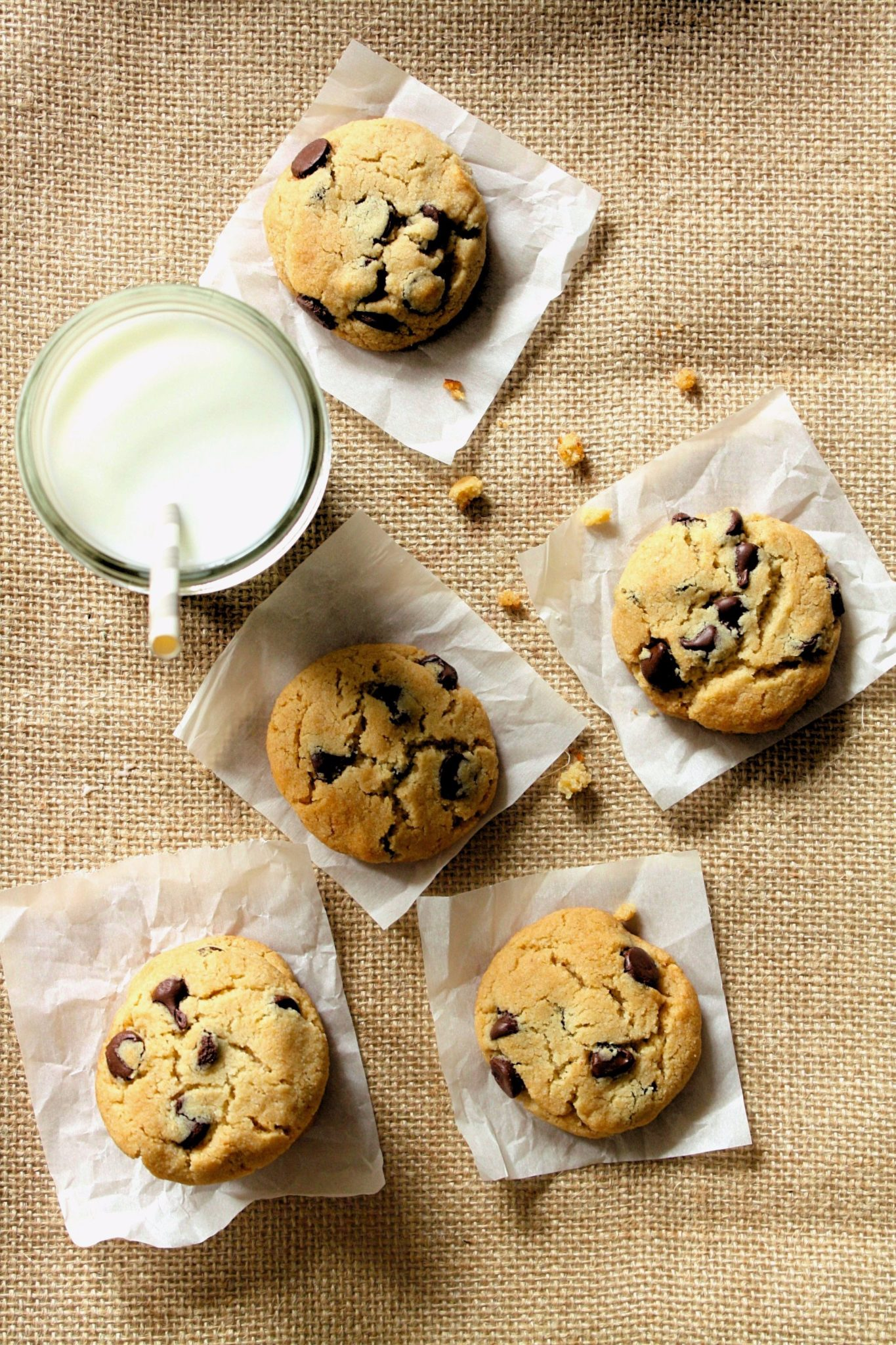 Aviso: Você está prestes a experimentar o melhor chocolate chip cookies que já existiu! Low Carb/Paleo ou não! Já vou avisando logo, são viciantes!