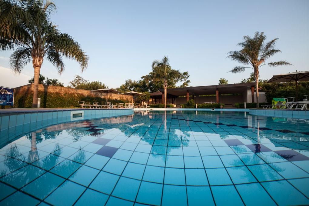 H2O  piscina sportiva  club
