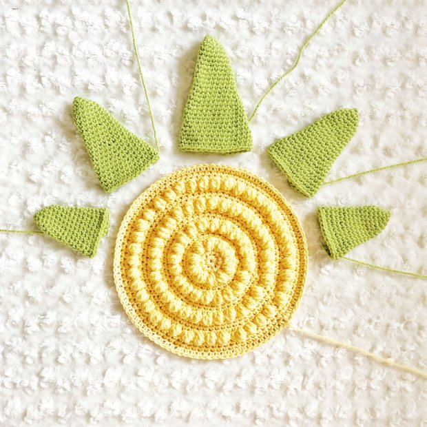 Learn how to crochet a tropical pineapple wall decor piece in this step by step tutorial that includes written instructions, photo and video tutorials.