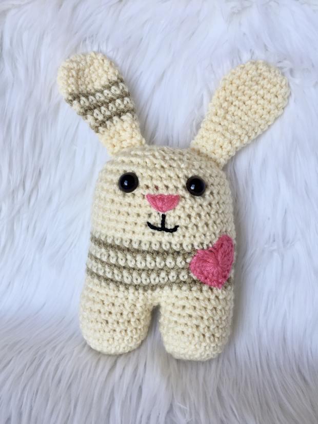 Little Amigurumi Bunny - Free Crochet Pattern - Stella's Yarn Universe | 827x620