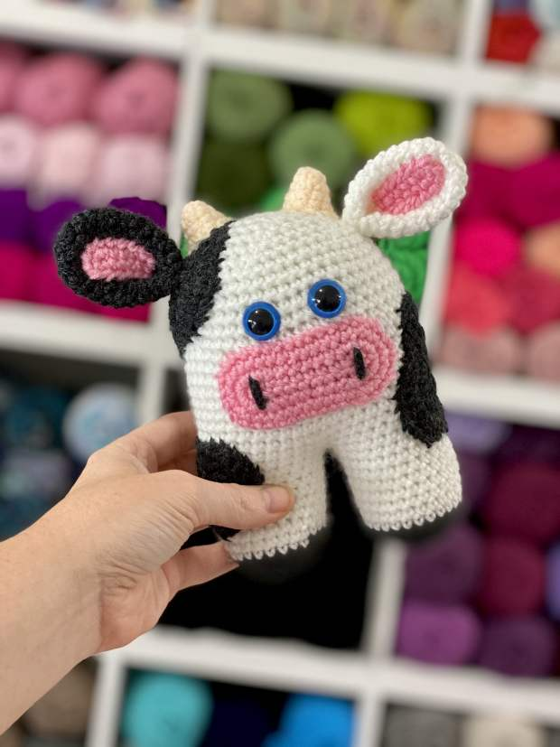Crochet Cow Pattern - thefriendlyredfox.com | 827x620