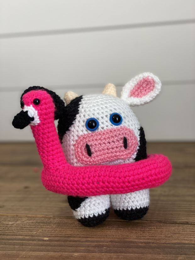 Learn how to crochet this beginner-friendly amigurumi flamingo pool floaty and make this season's hottest accessory for your crochet amigurumi toys.