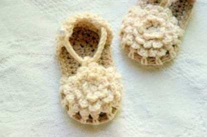 flower baby sandal - baby shoes crochet pattern - baby gift