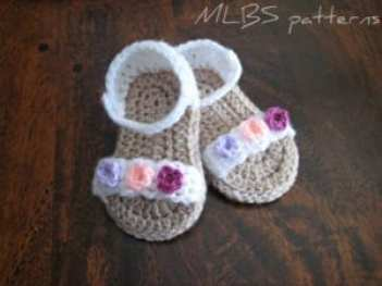 tiny flowers baby sandal - baby shoes crochet pattern - baby gift