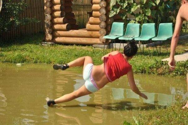 caindo na água