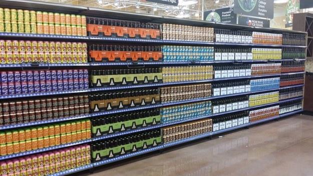 produtos bem organizados na prateleira