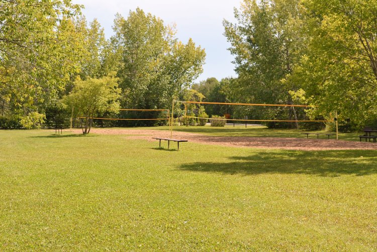 beach-volleyball-courts-at-pike-lake-pp
