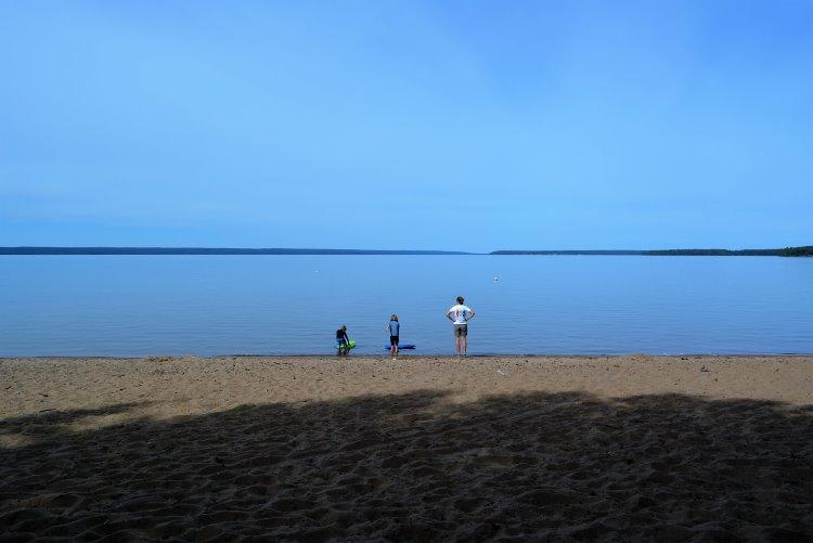 beaver-glen-beach-looking-at-waskesiu-lake