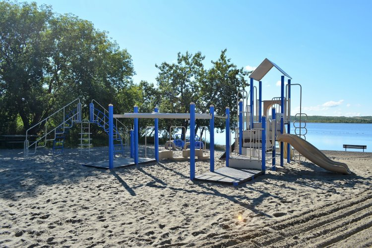 playground-at-dilberry-lake-pp-beach
