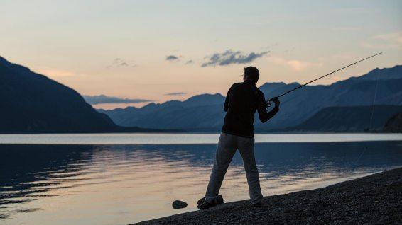 Geduld (eine Stärke von Simon :-) ist angesagt: die Fische beissen am ersten Abend nicht an...