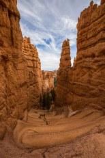 Der Wanderweg schlängelt sich in den Canyon hinunter.