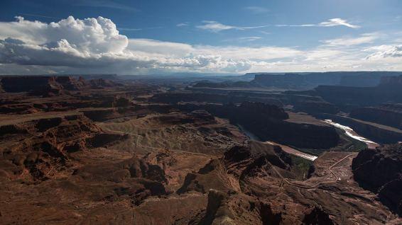 Dead Horse Point: tief unten windet sich der Colorado River.