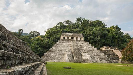 Die Ruinen von Palenque inkl. englischerm Rasen.