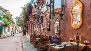 Eines der vielen schönen Strassenkaffees in Cartagena.