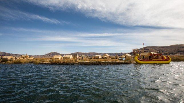 Eine andere Welt: die schwimmenden Schilf-Inseln der Uros.