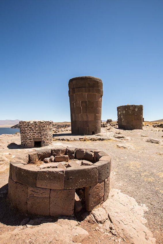 Das sind Grab-Türme der Inkas.