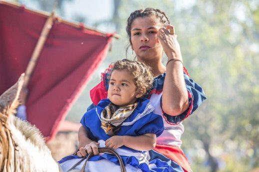 Auch die kleinsten sind bereits hoch zu Ross unterwegs am Gaucho-Festival.