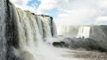 Die Brasilianische Seite der Iguazu-Wasserfälle bei schönstem Wetter.