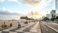 Die Copacabana in Rio lädt zum schlendern, joggen, radfahren ein.