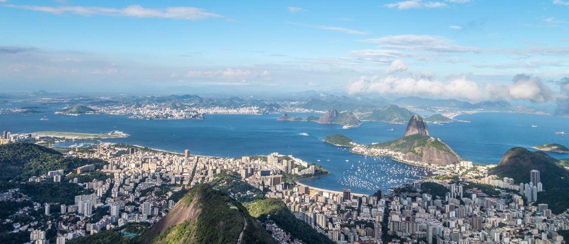 Atemberaubende Aussicht von der grossen Christus-Staute auf Rio.