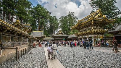 In Nikko steht ein riesiger Tempel-Komplex mit prunkvollen Gebäuden.