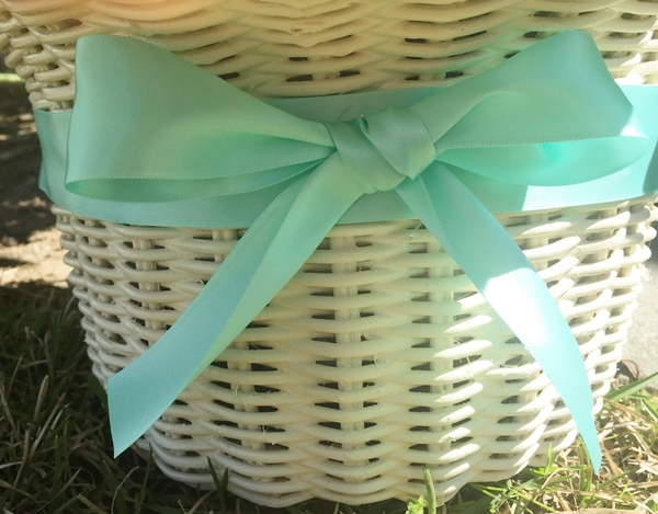 bow of front of basket