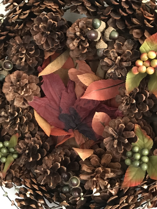 Pine Cone Wreath for Thanksgiving leaf center