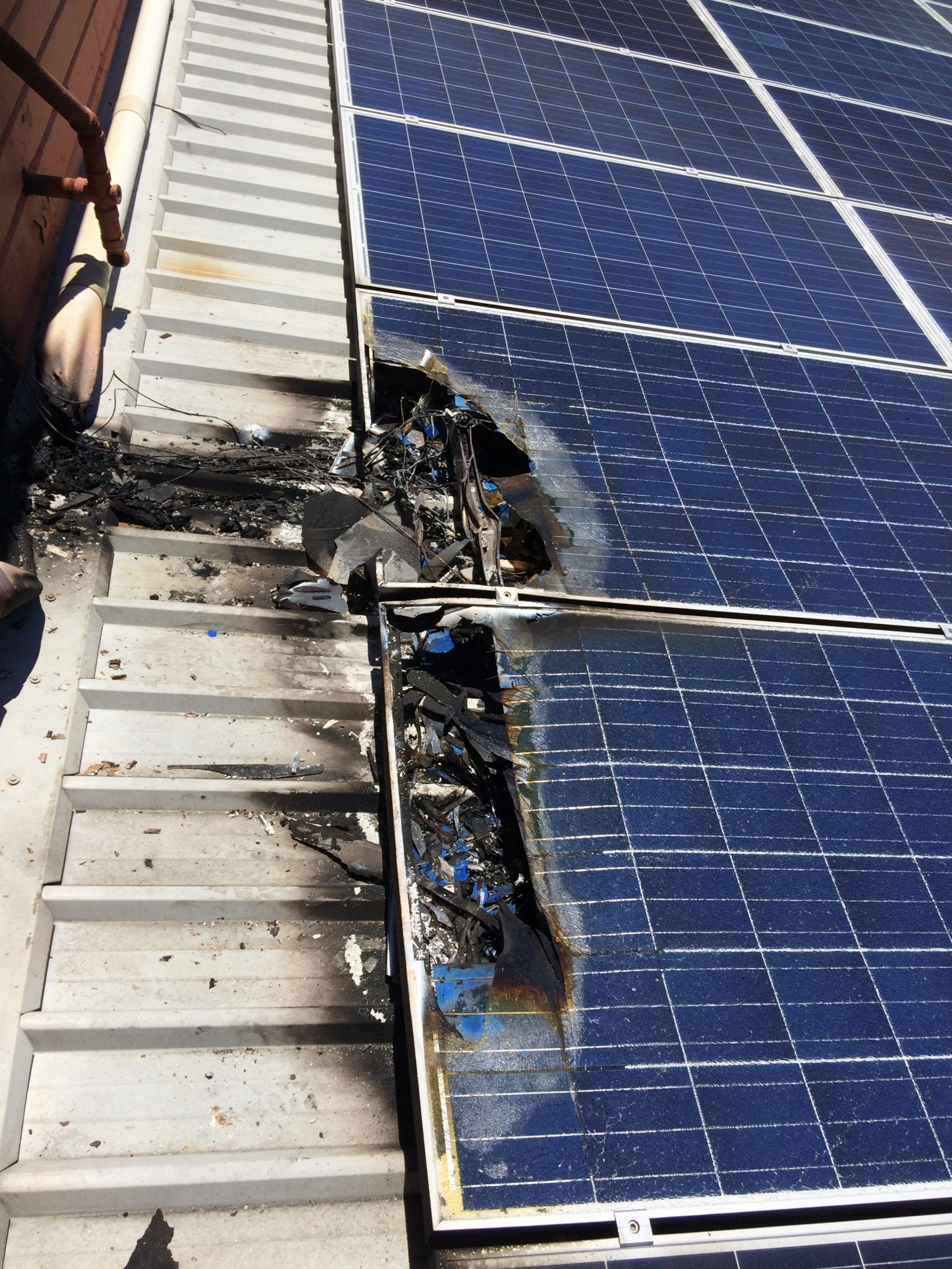 hight resolution of img 4067 img 4068 img 4070 solar panel fire australia 13413772 10153555269716003 1940542117922690903 n 13422427 1339086786116502 555475872343255825 o