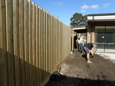 Acoustic Fencing noise reduction – stop street noise – thick paling fence. Fence builder