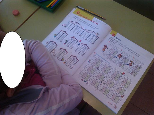 En clase con libro ABN1