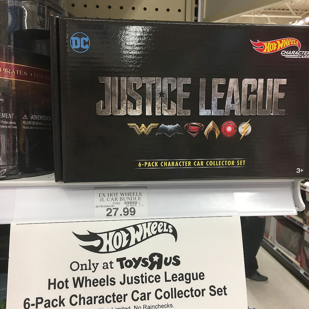@toysrus has a special boxed set of the @hotwheelsofficial @justiceleaguethemovie