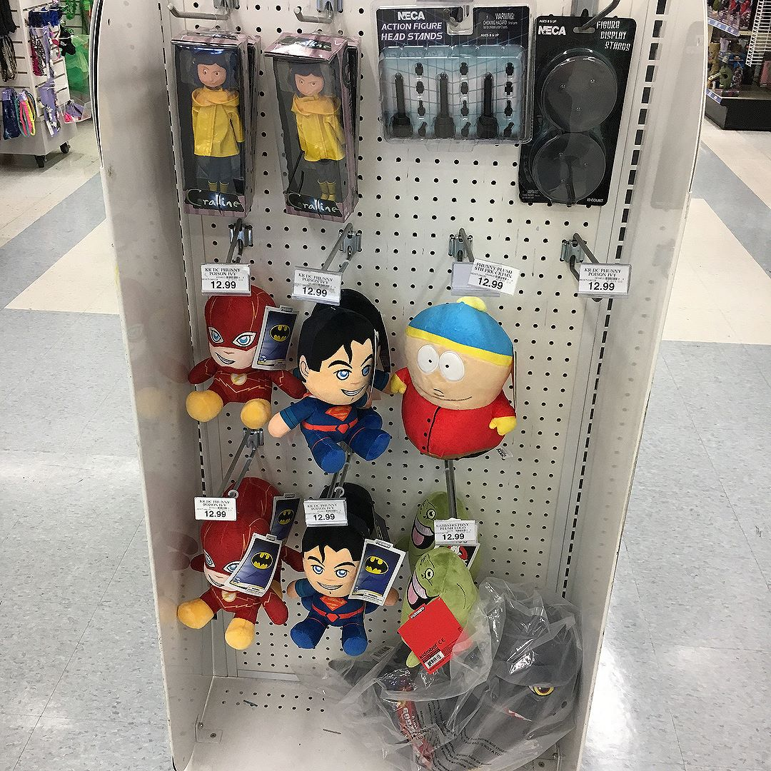 This @toysrus gave @necaofficial their own 4-way kiosk.