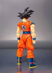 SDCC 2015 Bandai SH Figuarts Goku (Frieza Saga) 5