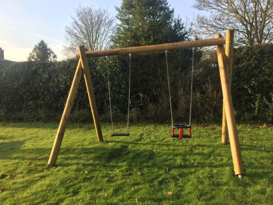 Timber swing with one flat seat and one cradle seat