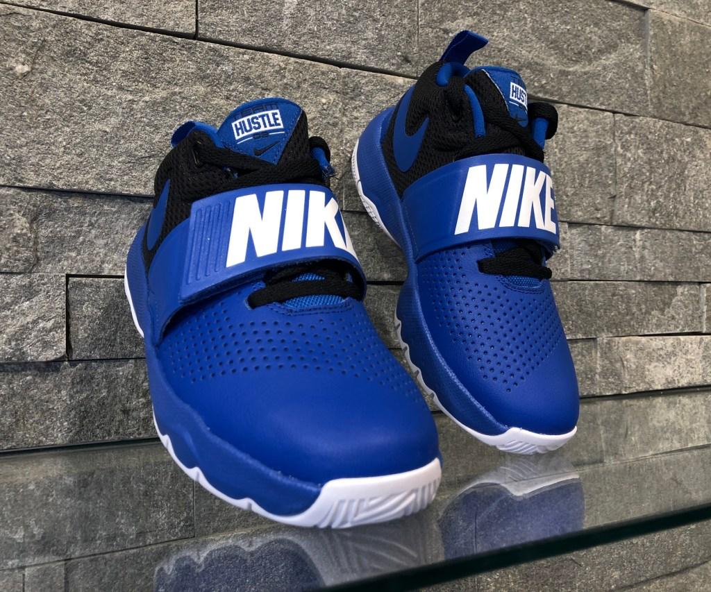 Adidasi Nike Team Hustle 881941-405