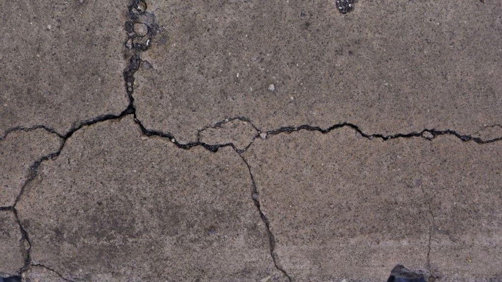Cracked-Concrete