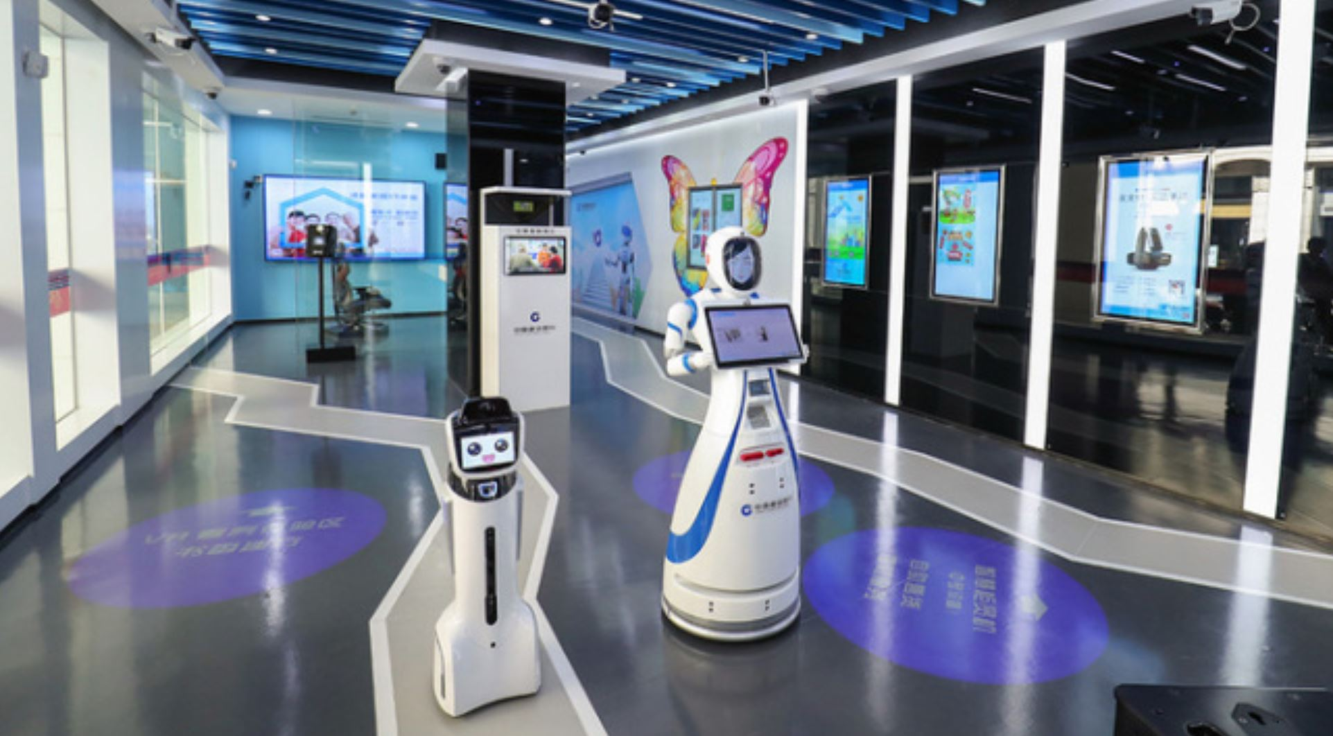 Worlds First Bank Entirely Run By Robots Opens Up In China