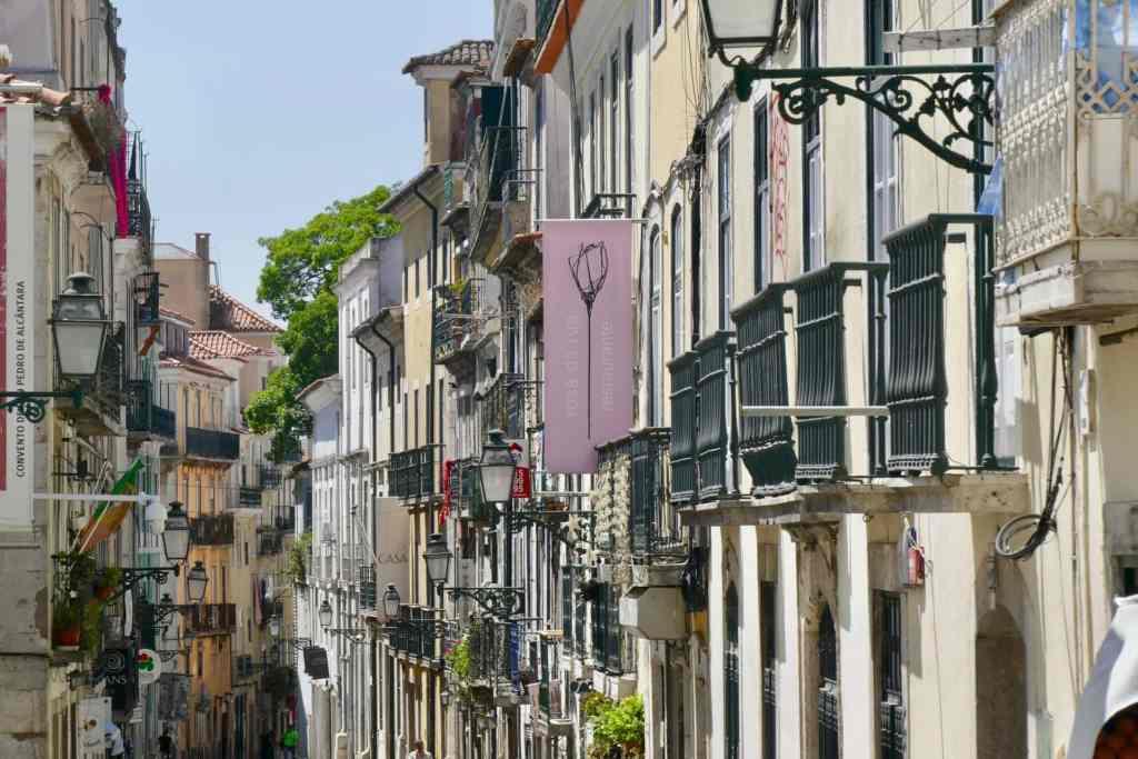 Lisbon houses streets