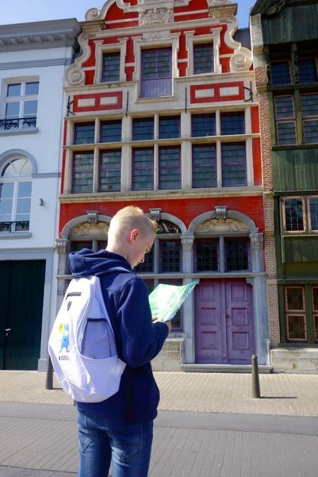 Looking at a map in Mechelen