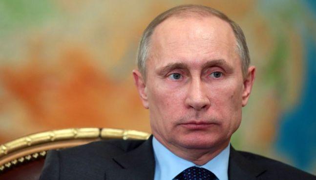 Poutine tente de rassurer les investisseurs, son gouvernement inquiet