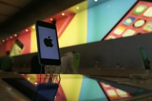 Chute du rouble : Apple se retire du marché russe
