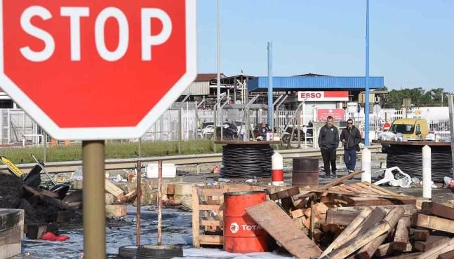 Total souhaite remettre en marche « sans délai » ses raffineries grévistes
