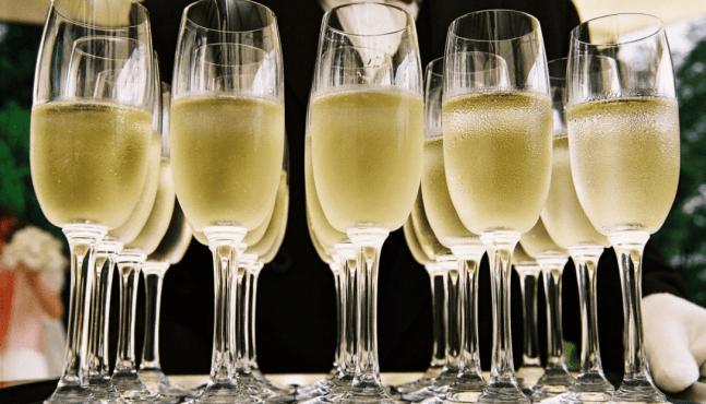 Le Brexit et les manifestations plombent les ventes de champagne