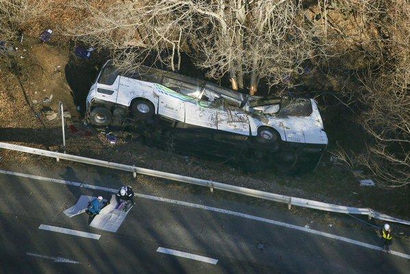 japon-un-car-transportant-des-jeunes-tombe-dans-un-ravin-14-morts-le-parisien-afp-httpst-co7opoeug1yi-httpst-cohw289pc8to