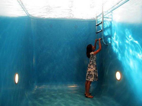 insolite-la-piscine-qui-ne-mouille-pas-elle-existe-au-japon-virgin-radio-httpst-co6o1tv5n1et-httpst-codi8bieralg